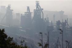 <p>Site ArcelorMittal de Florange. Selon plusieurs sources proches des négociations, le gouvernement français et le géant de l'acier ArcelorMittal devraient continuer au moins jusqu'à samedi leurs négociations sur l'avenir du site sidérurgique. /Photo d'archives/REUTERS/Vincent Kessler</p>