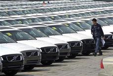 Volvo Cars anuncia redução de produção em fábricas na Suécia e na Bélgica. 20/04/2012 REUTERS/Stringer