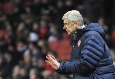 <p>Le manager d'Arsenal, Arsène Wenger, estime que le club londonien peut encore se remettre d'un début de saison moyen et se relancer dans la course au titre de Premier League en décembre. /Photo prise le 21 novembre 2012/REUTERS/Toby Melville</p>