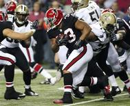 Atlanta Falcons running back Michael Turner (33) runs through the defense of the New Orleans Saints in the first half of their NFL football game in Atlanta, Georgia November 29, 2012. REUTERS/Tami Chappell