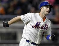 New York Mets David Wright runs up the first baseline after hitting a solo home run against the Pittsburgh Pirates during the first inning of their MLB National League baseball game at Citi Field in New York September 25, 2012. REUTERS/Adam Hunger