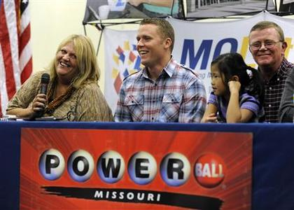 (L - R) Cindy Hill talks about winning the record Powerball Lottery as son, Jason, daughter Jaiden husband Mark looks on during a news conference at the North Platte High School in Dearborn, Missouri, November 30, 2012. The Hill family bought one of the two winning tickets for a record $588-million Powerball lottery from the Trex Mart truck stop in Dearborn,Missouri. REUTERS/Dave Kaup