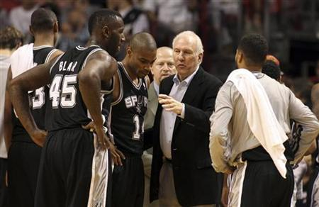 San Antonio Spurs Head Coach Gregg Popovich (2nd R) speaks with his team during a time out against the Miami Heat at the American Airlines Arena in Miami, Florida, November 29, 2012. REUTERS/Robert Sullivan