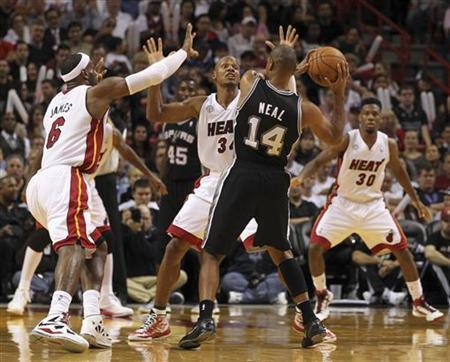 San Antonio Spurs guard Gary Neal (C) is surround by Miami Heat defenders (L-R) LeBron James, Ray Allen and Norris Cole during their NBA basketball game at the American Airlines Arena in Miami, Florida, November 29, 2012. The Heat defeated the Spurs 105-100. REUTERS/Robert Sullivan