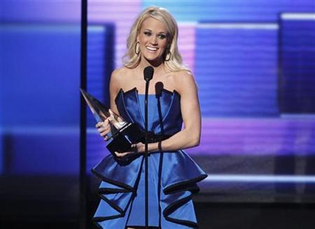 Carrie Underwood accepts the award for favorite country album for ''Blown Away'' at the 40th American Music Awards in Los Angeles, California, November 18, 2012. REUTERS/Danny Moloshok