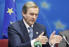 Irlanda dijo que prevé que no alcanzará su meta de ingresos para 2012 por un 0,6 por ciento, después de que las débiles cifras de recaudación tributaria borraran las ganancias logradas previamente en el año, un inesperado golpe en un país que espera salir de su rescate del FMI y la UE el próximo año. En la imagen, el primer ministro de Irlanda, Enda Kenny, celebra una conferencia de prensa en Bruselas, el 19 de octubre de 2012. REUTERS/Sebastien Pirlet