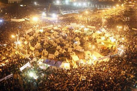 Protesters gather in Tahrir Square in Cairo November 30, 2012. Thousands of Egyptians protested against President Mohamed Mursi on Friday after an Islamist-led assembly raced through approval of a new constitution in a bid to end a crisis over the Islamist leader's newly expanded powers. REUTERS/Asmaa Waguih (EGYPT - Tags: POLITICS CIVIL UNREST)