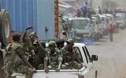 <p>Les rebelles du M23 ont quitté samedi la ville de Goma, dans l'est de la République démocratique du Congo (RDC), laissant espérer l'ouverture de négociations de paix avec le gouvernement de Kinshasa après huit mois d'insurrection. /Photo prise le 1er décembre 2012/REUTERS/Goran Tomasevic</p>