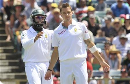 South Africa's Hashim Amla (R) congratulates team mate Dale Steyn after dismissing Australia's Nathan Lyon at the WACA during the second day's play of the third test cricket match in Perth December 1, 2012. REUTERS/Stringer