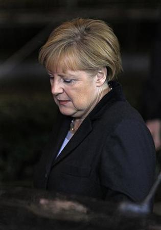 Germany's Chancellor Angela Merkel leaves the EU council headquarters after a European Union leaders summit discussing the European Union's long-term budget in Brussels November 23, 2012. EU leaders failed to reach agreement on Friday on a new seven-year budget for their troubled bloc, calling off talks in less than two days after most countries rejected deeper spending cuts demanded by Britain and its allies. REUTERS/Yves Herman (BELGIUM - Tags: POLITICS BUSINESS)