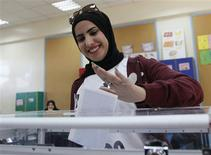 A woman casts her ballot during parliamentary elections at a polling station in Dasma area in Kuwait city December 1, 2012. REUTERS/Jamal Saidi