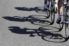 <p>La Fédération espagnole de cyclisme (RFEC) a élu comme nouveau président José Luis Lopez Cerron, l'homme qui avait fourni à Alberto Contador la viande que le coureur avait incriminée comme étant la cause d'un contrôle antidopage positif sur le Tour de France 2010. /Photo d'archives/REUTERS/Miguel Vidal</p>