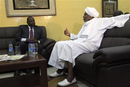 Sudan's Ambassador to South Sudan Mutrif Siddiq (R) talks to South Sudan's chief negotiator Pagan Amum at Khartoum Airport December 1, 2012. REUTERS/Mohamed Nureldin Abdallah