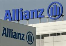 Allianz logos are pictured in front of the headquarter of Germany's largest insurance group Allianz AG in Munich, June 22, 2006. REUTERS/Stringer
