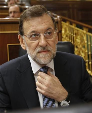 Spain's Prime Minister Mariano Rajoy attends a parliamentary session at Spanish parliament in Madrid November 28, 2012. REUTERS/Andrea Comas