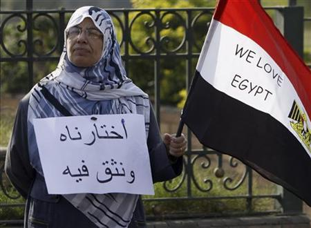 A woman who is a member of the Muslim Brotherhood and a supporter of Egyptian President Mohamed Mursi holds a flag during a protest in front of Sultan Hassan and Refaie Mousques at old town in Cairo November 30, 2012. REUTERS/Amr Abdallah Dalsh