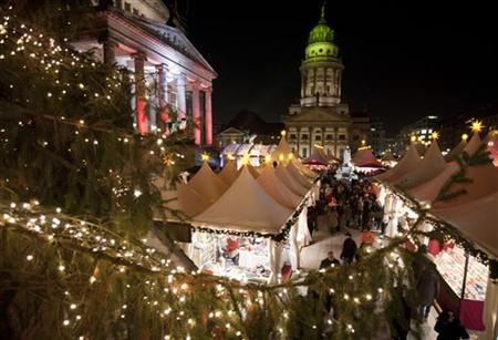 People stroll through the Christmas market during its opening day in Berlin's Gendarmenmarkt square November 21, 2011. REUTERS/Thomas Peter
