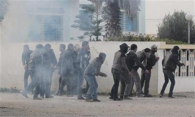 Protests in Tunisian town show anger at Islamist...