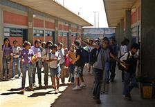 La Universidad Petrobras en el centro de Río de Janeiro es una contundente respuesta de nueve pisos de altura al déficit de capital humano que asfixia a la economía brasileña. En la imagen de archivo, estudiantes brasileños en un instituto de Samambaia, a las afueras de Brasilia. REUTERS/Roberto Jayme