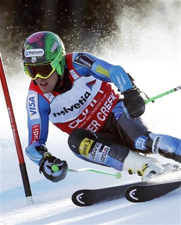 Ted Ligety of the U.S. skis to first place in the first run of the men's World Cup giant slalom ski race in Beaver Creek, Colorado December 2, 2012. REUTERS/Mike Segar