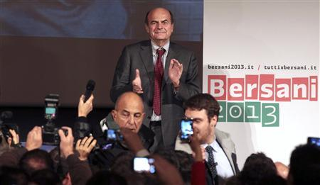 Democratic Party (PD) leader Pier Luigi Bersani celebrates his victory in downtown Rome December 2, 2012. REUTERS/ Stringer