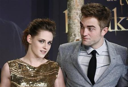 Cast members Robert Pattinson (R) and Kristen Stewart pose for pictures before the German premiere of The Twilight Saga: Breaking Dawn Part 2 in Berlin, November 16, 2012. REUTERS/Thomas Peter