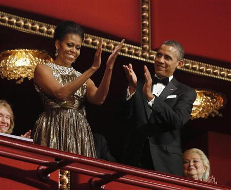 President Barack Obama (R) and first lady Michelle Obama applaud on the balcony as they attend the 2012 Kennedy Center Honors at the Kennedy Center in Washington, December 2, 2012. REUTERS/Jason Reed
