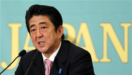 Japan's Liberal Democratic Party leader Shinzo Abe speaks during a debate for the upcoming general election in Tokyo November 30, 2012. REUTERS/Yuriko Nakao
