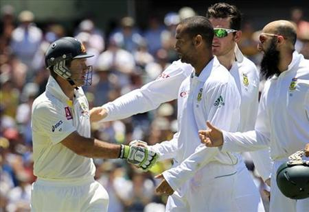 South Africa's Robin Peterson (3rd R), captain Graeme Smith (2nd R) and Hashim Amla (R) congratulate Australia's Ricky Ponting (L) as he leaves the WACA in Perth during the fourth day's play of the third test cricket match December 3, 2012. REUTERS/Stringer