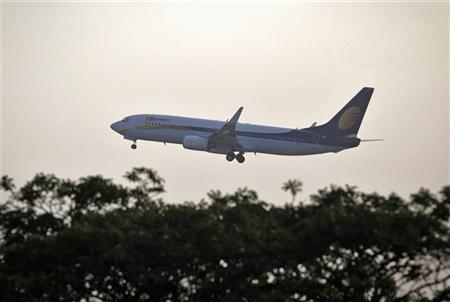 A Jet Airways Boeing 737-800 aircraft takes off from the Chhatrapati Shivaji international airport in Mumbai November 26, 2012. REUTERS/Danish Siddiqui