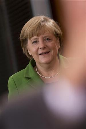 German Chancellor Angela Merkel arrives at a cabinet meeting at the Chancellery in Berlin November 28, 2012. REUTERS/Thomas Peter (GERMANY - Tags: POLITICS)