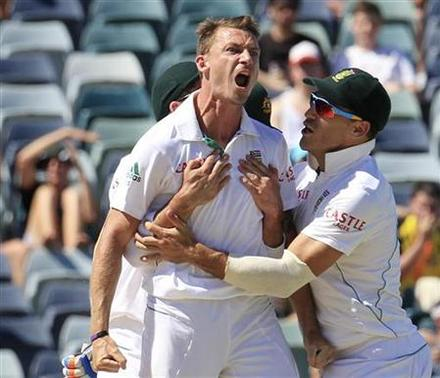 South Africa's Dale Steyn (L) is congratulated by team mates after dismissing Australia's Mike Hussey at the WACA during the fourth day's play of the third cricket test match in Perth December 3, 2012. REUTERS/Stringer