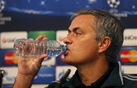 Real Madrid coach Jose Mourinho drinks from a bottle of water during a news conference at Manchester City's Etihad Stadium in Manchester, northern England November 20, 2012. REUTERS/Phil Noble