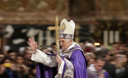 Pope Benedict XVI arrives to lead a Vespers mass in Saint Peter's Basilica at the Vatican December 1, 2012. REUTERS/Max Rossi