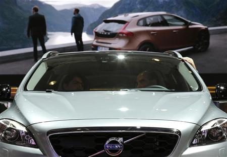People sit in a Volvo V40 car on media day at the Paris Mondial de l'Automobile, September 28, 2012. The Paris auto show opens its doors to the public from September 29 to October 14. REUTERS/Christian Hartmann