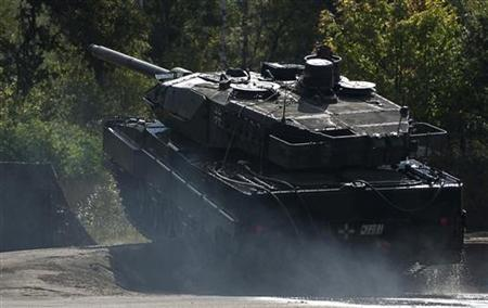 A Leopard 2 tank takes part in a rehearsal for a training and information day of the German army Bundeswehr in Munster, Lower Saxony, September 19, 2012. Picture taken September 19. REUTERS/Morris Mac Matzen (GERMANY - Tags: MILITARY)