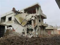 Siria dijo el lunes que no utilizará armas químicas en contra de su propio pueblo, después de que Estados Unidos advirtiera de que tomará medidas ante cualquier indicio de que Damasco está dando pasos en esa dirección. En la imagen, edificos dañados por misiles de un caza leal al presidente sirio, Bashar el Asad, en Hula, cerca de Homs, el 3 de diciembre de 2012. REUTERS/Misra Al-Misri/Shaam News Network/Handout ESTA IMAGEN HA SIDO PROPORCIONADA POR UN TERCERO. REUTERS LA DISTRIBUYE, EXACTAMENTE COMO LA RECIBIÓ, COMO UN SERVICIO A SUS CLIENTES. SÓLO PARA USO EDITORIAL, NI VENTAS NI PARA SU VENTA PARA CAMPAÑAS DE MARKETING O PUBLICIDAD.