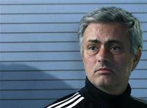 Técnico do Real Madrid, José Mourinho, na saída da coletiva de imprensa em Madri. Mourinho recusou-se a comentar nesta segunda-feira sobre a especulação na mídia a respeito de seu futuro como técnico do Real Madrid. 02/12/2012 REUTERS/Andrea Comas