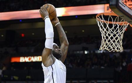 Miami Heat's LeBron James goes to the basket against the Cleveland Cavaliers during the first half of their NBA basketball game in Miami, Florida, November 24, 2012. REUTERS/Rhona Wise