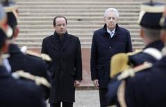 Il presidente francese François Hollande e il premier italiano Mario Monti oggi a Lione per il summit franco-italiano. REUTERS/Laurent Cipriani/Pool