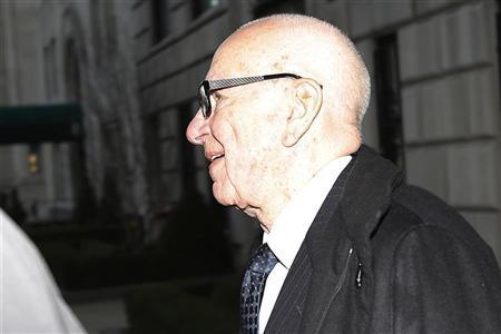 Media mogul Rupert Murdoch leaves his Fifth Avenue home in New York, November 29, 2012. REUTERS/Carlo Allegri