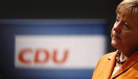 Angela Merkel arranca el martes su campaña para la reelección en un congreso de su partido, los democristianos de la CDU, donde la canciller será recibida como una estrella por defender los intereses alemanes en la crisis de deuda de la zona euro. En la imagen, Merkel el 3 de diciembre en Hanover. REUTERS/Kai Pfaffenbach