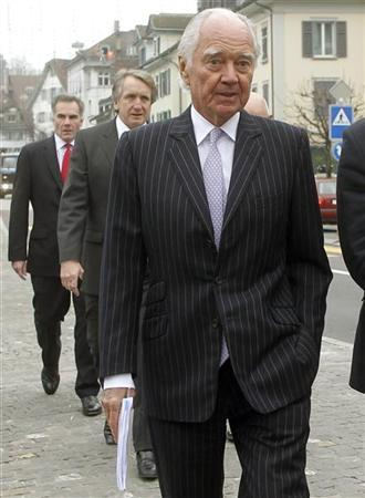 Xstrata Chairman John Bond (R) and Chief Financial Officer Trevor Reid (C) are accompanied by an unidentified staff member as they arrive before an extraordinary shareholder meeting in the Swiss town of Zug November 20, 2012. REUTERS/Arnd Wiegmann