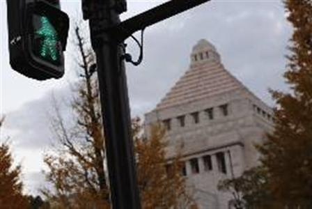 A green light is pictured in front of the parliament building in Tokyo December 4, 2012. REUTERS/Yuriko Nakao