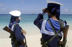 Vietnamese navy personnel patrol on Truong Sa islands or Spratly islands in this April 13, 2010 picture. REUTERS/Stringer