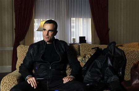 Actor Daniel Day Lewis poses for a portrait in New York, November 15, 2009. REUTERS/Carlo Allegri