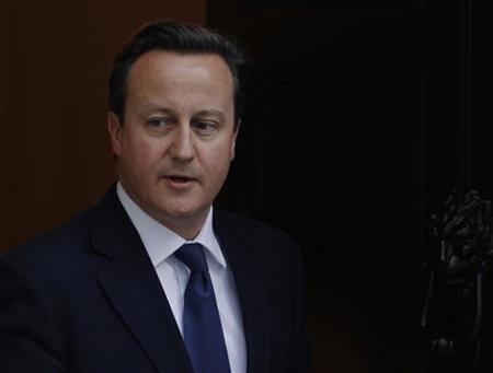 Britain's Prime Minister David Cameron leaves Downing Street in London November 29, 2012. REUTERS/Luke MacGregor