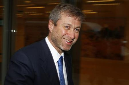 Russian billionaire and owner of Chelsea football club Roman Abramovich leaves a division of the High Court during a lunch break in central London November 8, 2011. REUTERS/Andrew Winning