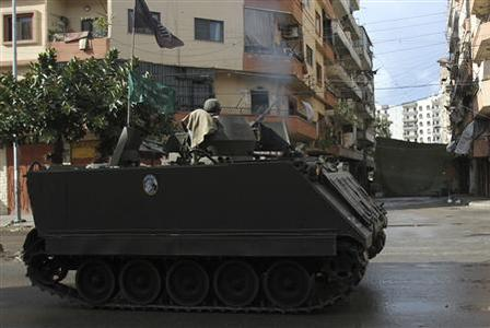 Lebanese army soldiers on their armoured vehicle return fire during clashes between Sunni Muslims and Alawites in the Sunni Muslim-dominant neighbourhood of Bab al-Tebbaneh in Tripoli, northern Lebanon December 4, 2012. REUTERS/Omar Ibrahim