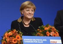 Chanceler alemã, Angela Merkel, sorri ao ser re-eleita como presidente do do partido conservador União Democrata-Cristã, em Hanover. 4/12/2012 REUTERS/Fabian Bimmer